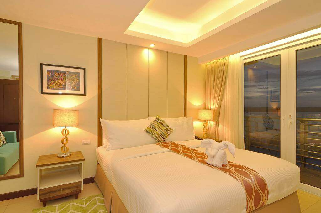 Room, lamps, Nightstand, Picture Frame, sliding window, mirror