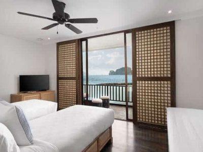 Bedroom, Bed, TV, Desk, Sliding Windows,Ceiling Fan, Ocean View, Island, Balcony, chairs